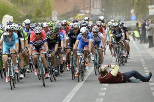 Ghent-Wevelgem man lies in the road to get a picture of the peloton