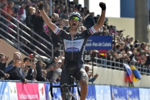 Niki Terpstra wins the 2014 Paris-Roubaix