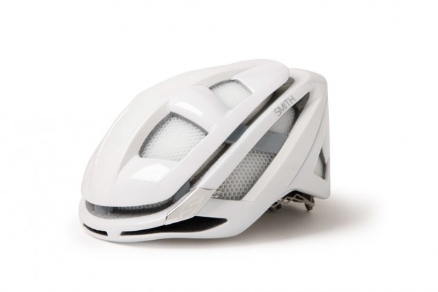 Photo: Smith after sometime probing the mountain bike industry, launch its first road lid called the Overtake.