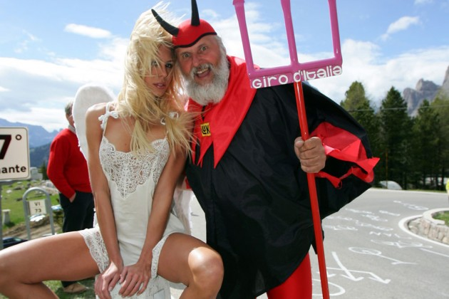 Photo: Didi The Devil with an angel on stage 19 of the 2006 Giro d'Italia Credit: Yuzuru Sunada .