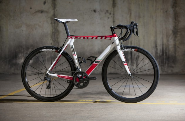 Photo: British company Azione shows us its brand new Questo II, an aero-inspired race machine designed with one thing in mind: speed .