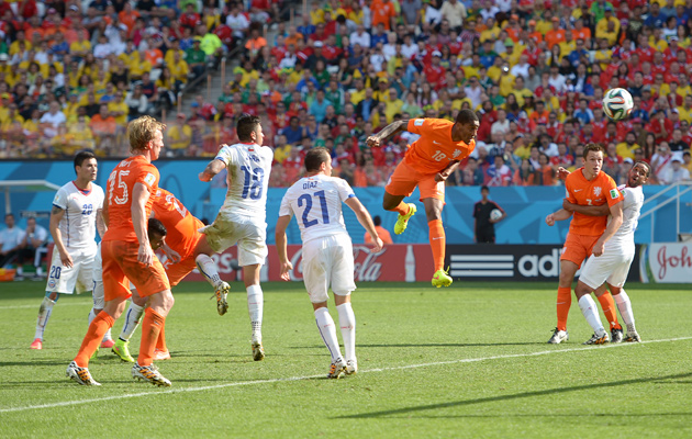 Leroy Fer scores for Holland