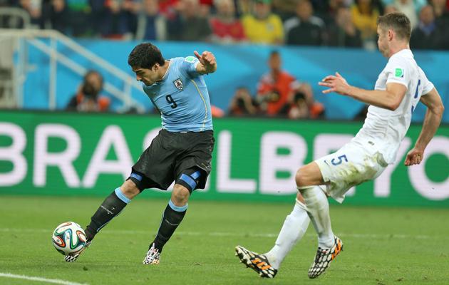 Suarez-scores-the-winner