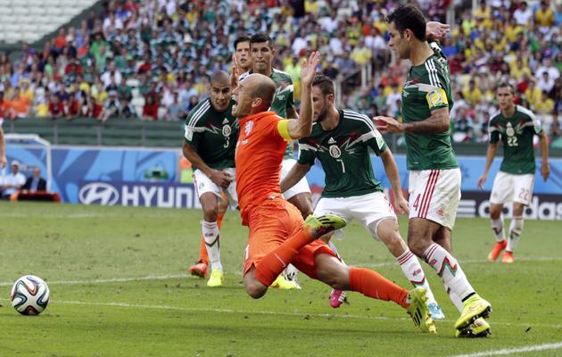 Arjen Robben penalty Holland v Mexico