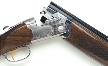 Beretta 686 Onyx shotgun (close up).